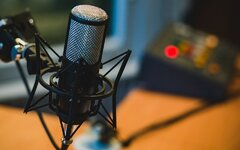 microphone-2618102-960-720-1.jpg