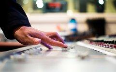 mixing-desk-351478-960-720.jpg